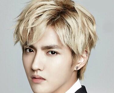 发型一:金黄色纹理烫短发